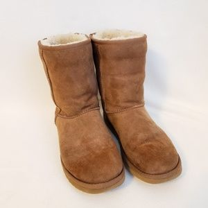 Ugg Classic Short S/N 5825 Size 8